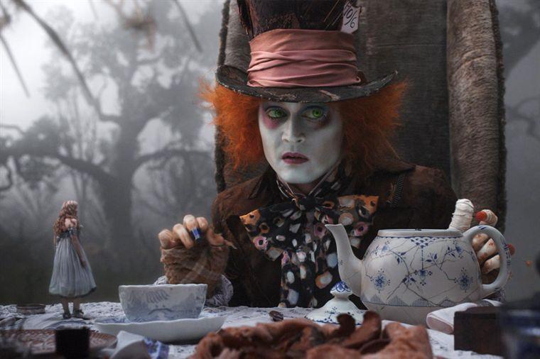 Critique-Alice-au-pays-des-merveilles-2010-A
