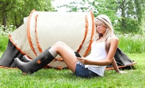Orange_chargeur_telephone_bottes_chaussures
