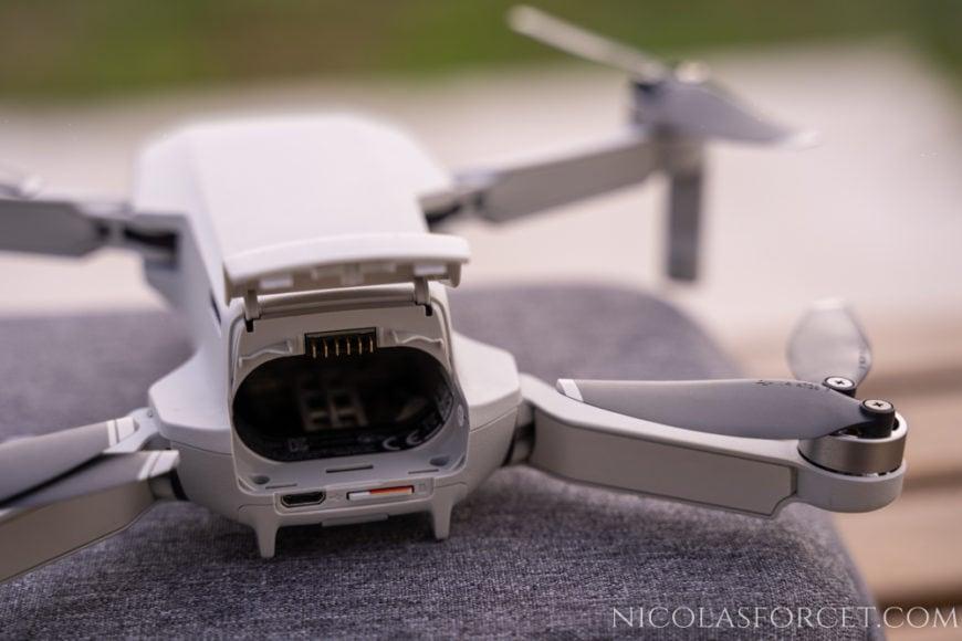 Drone-DJI-Mavic-Mini-trappe-batterie